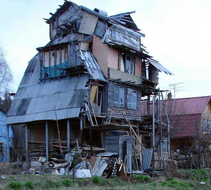 do don't, quality materials, tattered old house in Russia